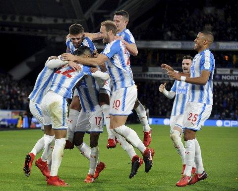 Huddersfield og Christopher Schindler har funnet formen nå. Vi tror de kan ta en ny trepoenger i dag. (AP Photo/Rui Vieira)