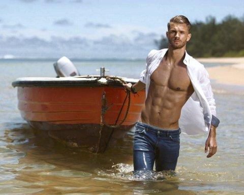 Veltrent: Daniel Pedersen er stram i fisken når han ankommer Mauritius for sin «Ex on the Beach» deltakelse.