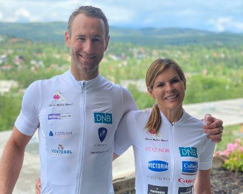 2338 KM PÅ SYKKEL: Alexander Aas og Elisabeth Lohk skal sykle fra Nordkapp til Drammen på to uker. De har samlet inn hele 200.000 kroner til inntekt for Superselma og Rett Fram Opplevelser allerede før sykkelturen har startet.