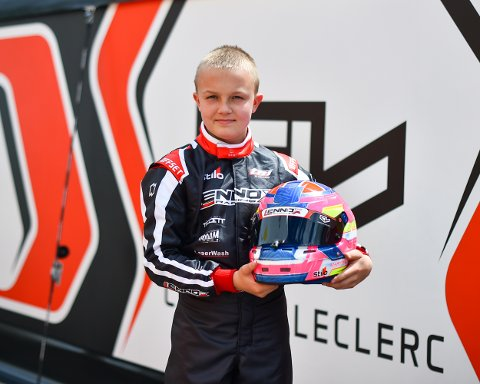 En av de store: Martinius Stenshorne fra Hokksund har fått kontrakt med All Road Management. I Spania testet han en bil fra karting-teamet til Leclerc som kjører for Ferrari.