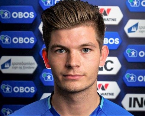 BLIR MED: Backen Oliver Rotihaug (21) har signert ny kontrakt med Florø Fotball.