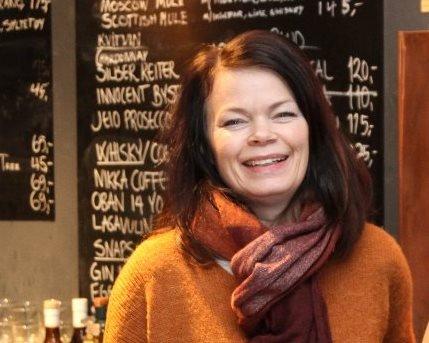 KOM OG HØYR: 7. juli skal Ann-Magritt Banne og resten av Vesle Kinn vere scene for Førdefestivalen. Artisten er samiske Kajsa Balto med band.