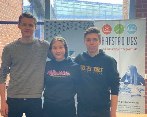 RUSS: Hafstadrussen har ikkje planar om å avlyse turen til Hemsedal. F.v.: Elias Brosvik, Vilde Hornnes og russepresident Bartosz Szatkowski.