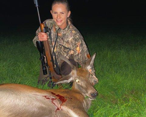 IHUGA: Malin Isane Førde (22) brukar mykje tid på hjortejakt.