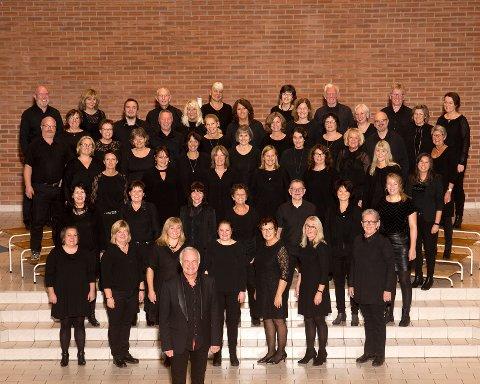 Fredrikstad Gospelkor med dirigent Martin Alfsen