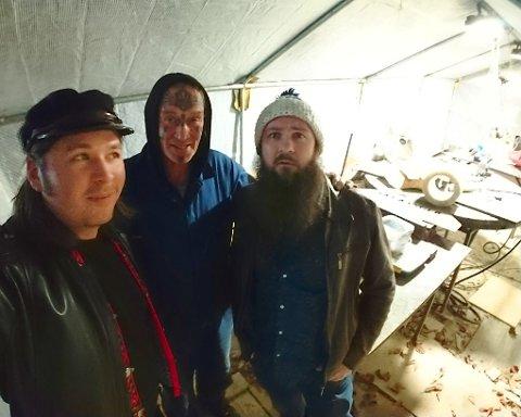 Jens Nielsen (t.v.) og Robin A. Olsen har snakket med Ingar «Art Ranger» Aasen i denne ukens episode av Fredagshølet.