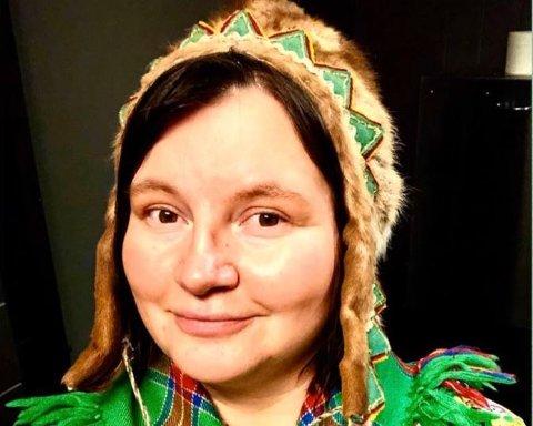 TILBYR JOIKE-KURS: Åsa Márgget Anti fra Tana ønsker å spre kunnskap om den samiske kulturen og joiken til både unge og voksne.