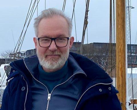 FAREN IKKE OVER: Smittetallene synker, men færre testet seg i påsken og fremdeles er det ukjente smitteveier. Kommuneoverlege Niels Kirkhus er spent på tallene framover.