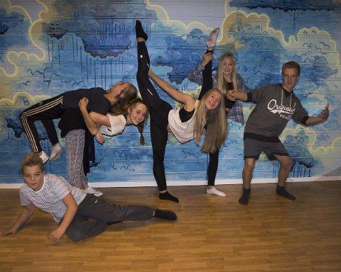 Dansecrewet: Ungdommene mener at dans både er sosialt og god trening.