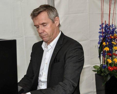 Kjetil Bjerkestrand er årets gjest når Lunner kammerkor inviterer til julekonsert(er) i Lunner kirke 17. desember.
