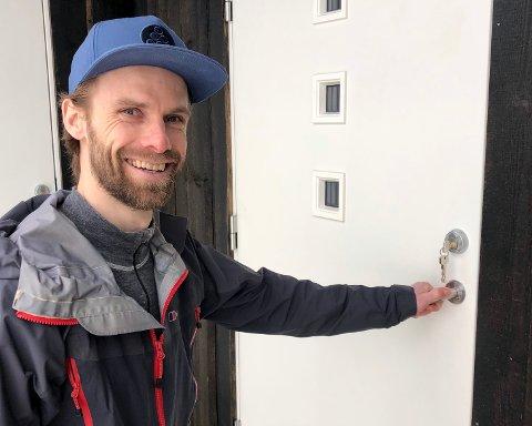 NY HYTTE: Espen Skoglund ser fram til mange fine stunder i sin nye hytte på Lygna.