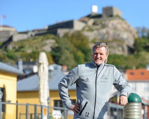 ANNERLEDES TIDER: Kent Bergersen er 80 prosent permittert fra jobben som hovedtrener i Kvik Halden, men følger nøye med på spillernes treningsprogram.