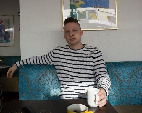 """TRAVEL FORFATTER: - - Ukene på turne er mine kjekkeste arbeidsuker, sier Anders Totland, aktuell med ny ungdomsroman og matboken """"Digg""""."""