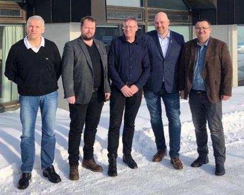 SAMLET: I mars samlet Varanger ordførerne seg. (T.v) Geir Knutsen, Rolf Laupstad, Robert Jensen, Hans-Jacob Bønå og Knut Store.