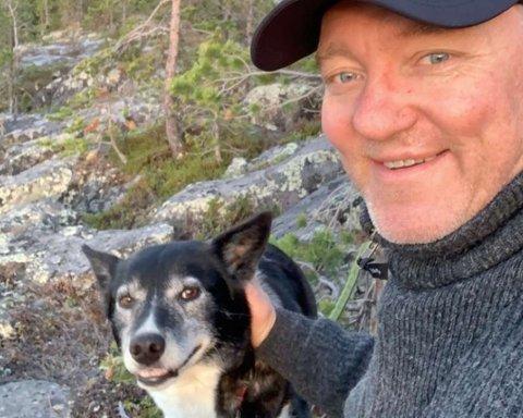 FORSVANT PÅ FISKETUR: Jørn Steinar Hartvigsen og den pensjonerte trekkhunden Sky elsker å dra på tur, men på fisketur for noen dager siden ble Sky borte.