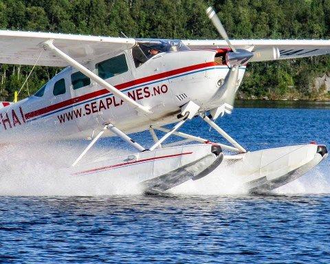 FLYFLÅTE: Scandinavian Seaplanes har i dag en flåte på fire Cessna 206-fly.