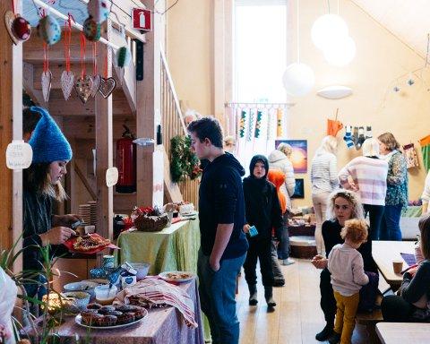 Det stemningsfulle julemarkedet i steinerbarnehage på Skollenborg har blitt en tradisjon.
