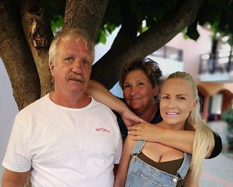 Tor-Arne Nordmark overlevde kreften i 2015. Sykehusoppholdet hans har gjort at Merete Gurendal og Julie Rubia Nordmark samler inn luer til kreftavdelingen på UNN i Tromsø.