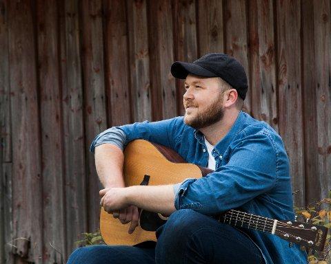 FØRSTE: Arthur Stulien slapp nylig sitt første album med 14 låter.