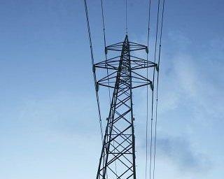 TO FEIL: En kortslutning ved Holstad førte til både kabelbrudd og en bryterfeil søndag kveld.