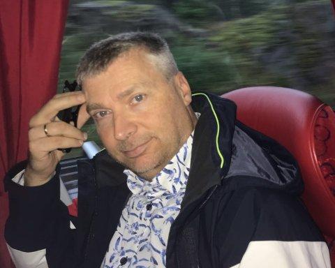 Tore Bollingmo - her fotografert i buss på vei til Oslo - brukte fire timer fra Moss til Oslo torsdag.