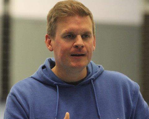 MYE I HALLEN: Det blir mye håndball for Magnus Berg, både administrativt og på trenersiden. Foto: Arild Jacobsen