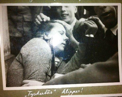 BRUTALE OVERGREP: Kvinne skamklippes av triumferende menn og tilskuere.