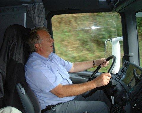 GIR SEG: Siden 1940 har Markussen Transport kjørt for Tine. Nå avslutter meieriet kontrakten og daglig leder Steinar Markussen avvikler driften av transportselskapet i Harstad.