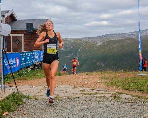 Yngvild Kaspersen slo rekorden for kvinneklassen og ville hevdet seg godt i herreklassen med tiden 18.53 Foto: Truls Tiller