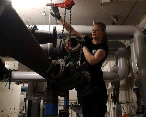 LÆRLING: Ida Laeskogen fra Reinsvoll har svært få kvinnelige kollegaer som rørlegger-lærling.