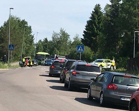 PÅKJØRT: En eldre kvinne ble lørdag påkjørt av en mc-fører på Langhus.