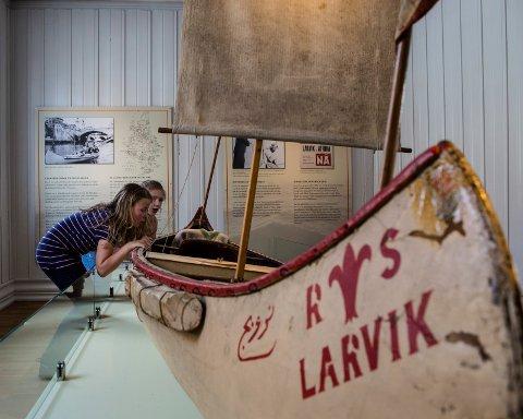 Dristig ferd: På Sjøfartsmuseet kan du blant mye annet oppleve kanoen som larviksguttene Reidar Teigen og Odd Ekanger Olsen padlet fra Larvik til Nilens kilder med fra 1952 til 1954. Foto: Majala Tamber