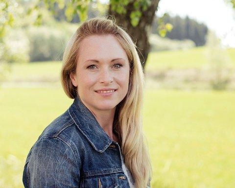 NYTT FOTOSTUDIO: Nå har Larvik fått et nytt fotostudio. Monica Sæle har fulgt drømmen sin og åpnet et profesjonelt fotostudio hjemme hos seg på Hedrum. Hun gleder seg til å ta masse flotte bilder rundt for kunder i Larvik og omegn.