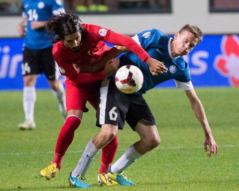 COMEBACK: Den estiske midtbanespilleren Aleksandr Dmitrijev (i blått) eturnerer til Hønefoss, på lån ut 2017-sesongen. 35-åringen spilte for HBK i perioden 2008 til 2010.
