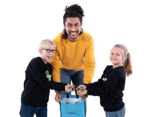 Tidligere Newton-programleder, Stian Sandø, leder årets jaktlag og skal engasjere og motivere årets fjerdeklassinger i jakten på brukte batterier.