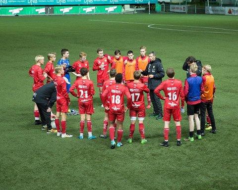 BEHOLDER NESTEN ALLE: Sørumsand-trener Per-Einar Gjelsvik har fått signaler om nesten samtlige spillere også blir å se i klubben kommende sesong. FOTO: EDDY LISLERUD