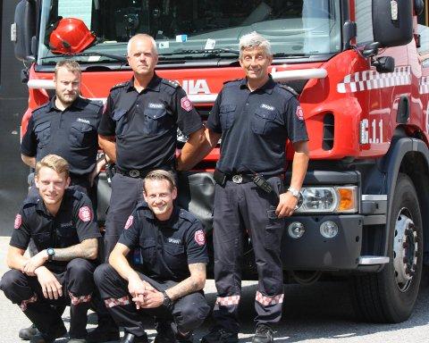 RESSURSKREVENDE: Brannmester Terje Hauerberg (t.h.) har sammen med Vidar Sakshaug, Håvard Nordbakk, Hans Fredrik Hoen og Kristoffer Sveen hatt en travel sommer.