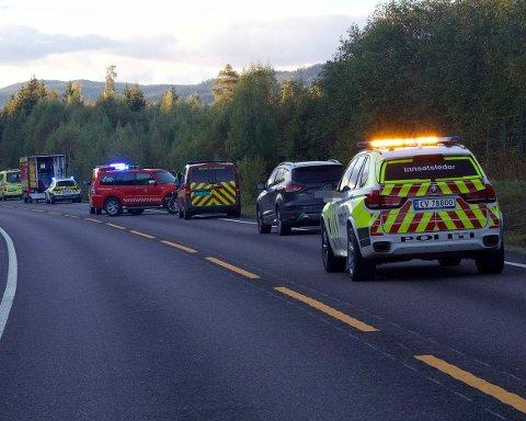 ALVORLIG ULYKKE: En person er bekreftet omkommet i en møteulykke på E16 torsdag ettermiddag.