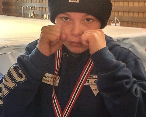 BRONSEVINNEREN: Magnus Bingen Goldberg (12) fra Åros tok bronse i Landsmesterskapet i Diplomboksing.