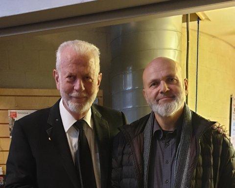 Arild Mjaaland til høyre får Sandnes kommunes kulturpris.