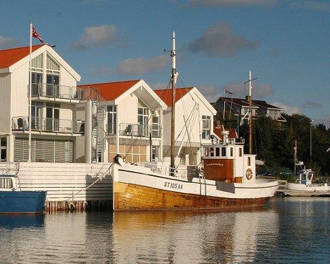 I løpet av høsten vil det ligge en badstubåt utenfor Hummeren Hotel.