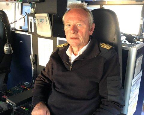 FORNØYD: – Vi er stort sett fullbooket og den siste måneden har vi gått med full båt hele tiden, sier kaptein på MF «Lysefjord», Sven Osaland.