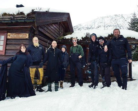 INNSPILLING: Wardruna og produksjonsteamet på Gullsteinvollen. Regissør Ole Fredrik Wannebo i Ragnarok Film nummer to fra venstre.
