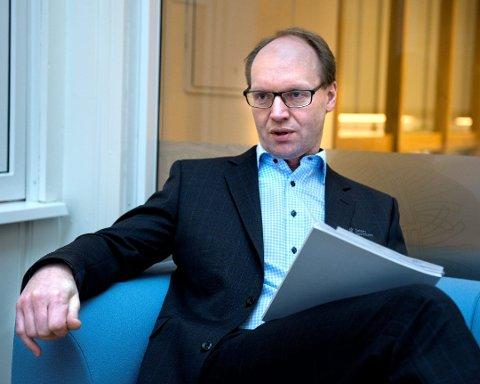 STENGER: Viseadministrerende banksjefStig Håvard Blikseth i Totens Sparebank sier at de stenger dørene.