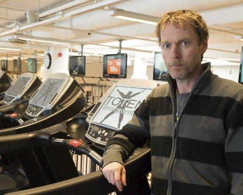 TRAVLE DAGER: Daglig leder Toten Treningssenter, Jarle Løken, jobber dag og natt for å redde treningssentrene.