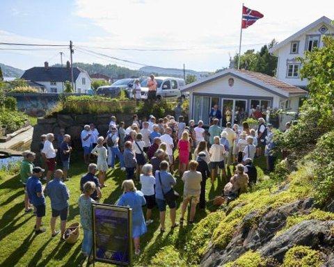 Mye folk: Mange fikk med seg åpningen av utstillingen i Galleri Sagesund i slutten av juni. foto: Paul Paiewonsky