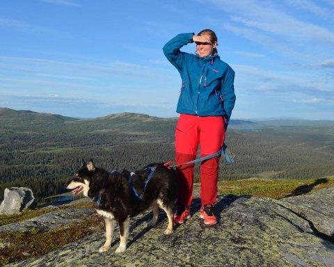 TRE ÅR PÅ BOLIGJAKT: Alenemoren Liv Øverli opplevde store utfordringer med å få seg bolig i Øystre Slidre. Til slutt fant hun løsningen i nabokommunen.