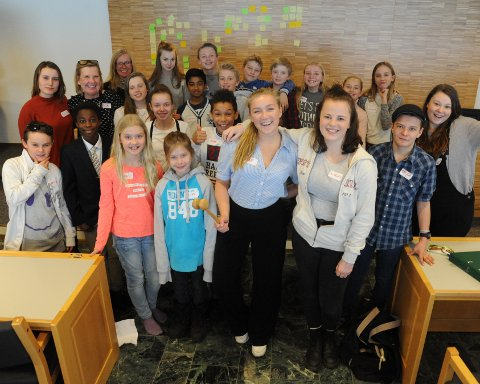 SUPPLERES: Barn og unges kommunestyre, her fra 2016, har vi hatt i flere perioder, men nå skal det også velges et eget ungdomsråd.