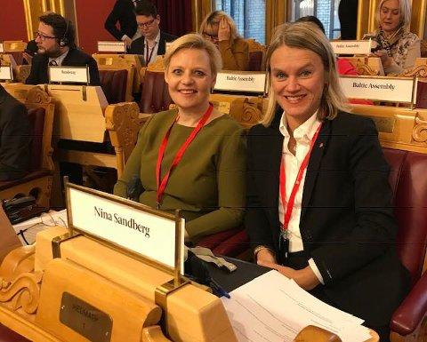 Danske Annette Lind og norske Nina, begge sosialdemokrater, er klare for en produktiv dag i Nordisk råd FOTO: Privat