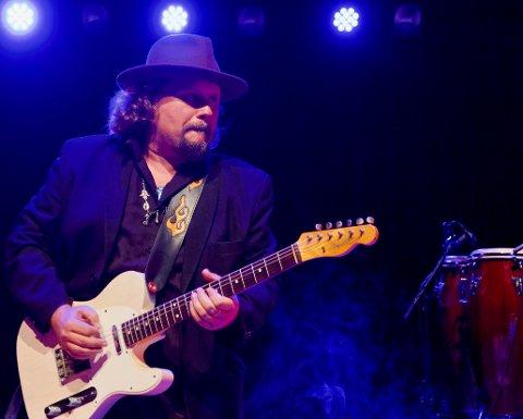 MUSIKER: Arne Skage jr. er mest kjent for sitt gitarspill, men nå blir han en fullverdig soloartist i tillegg.